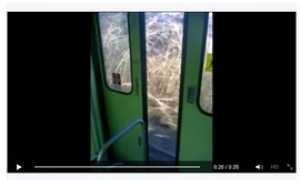 porta treno aperta in corsa